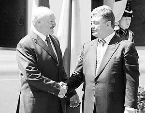 Лукашенко и Порошенко разыграли топливную дружбу
