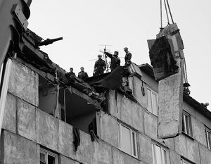 Пострадавший от взрыва дом очень старый, построен приблизительно в середине прошлого века