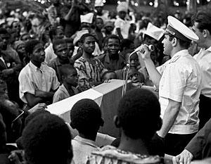 Советский космонавт Герман Титов встречается с молодежью Африки. 1965 год. Есть надежда, что Африка по-прежнему с вниманием готова слушать представителей России