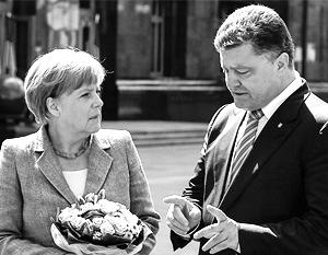 Порошенко встретил в Киеве Меркель цветами и комплиментами