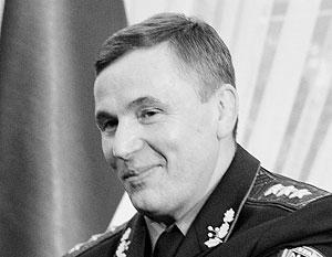 В преддверии парламентских выборов одиозного министра решили уволить, чтобы не портить рейтинг Порошенко, полагают эксперты