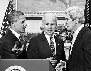 Обама является объектом манипуляции со стороны своих формальных подчиненных – вице-президента Байдена (в центре) и госсекретаря Керри (справа)