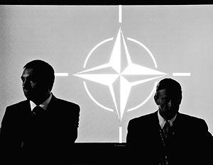 Правящая коалиция в Киеве первым делом задумалась не о спасении страны, а о том, как привести ее в НАТО