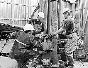 Снижению Россией добычи нефти обрадуются ее конкуренты
