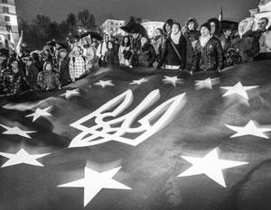 Закрепление в конституции Украины курса на ЕС и НАТО эксперты называют не иначе, как клоунадой и цирком