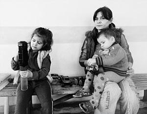 По словам Сергея Иванова, в России к украинским беженцам относятся как к своим