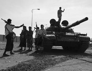 Йеменские мятежники наступают на позиции военных на юге страны
