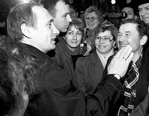 Владимир Путин встречается с рабочими КамАЗа в ходе предвыборной президентской кампании. 22 марта 2000 года