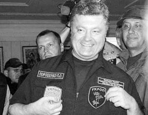 Ранее Порошенко уже примерял на себя нашивку с надписью «укроп»