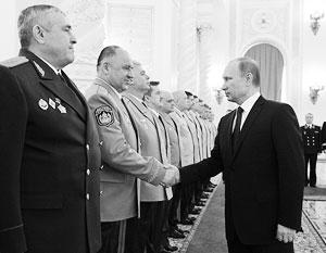 На церемонии представления высших офицеров в Кремле Путин пообещал укреплять безопасность России
