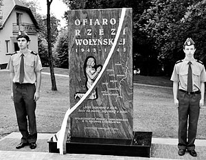 Польша не может вычеркнуть из своей памяти Волынскую резню, жертвами которой стали 100 тыс. человек