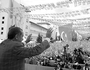 За несколько дней до парламентских выборов власти Турции выступили с жесткой риторикой в адрес США и ЕС