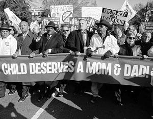 Долгое время одним из любимых лозунгов крайних консерваторов в США было «Господь ненавидит геев»