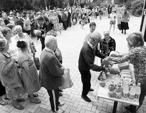 Очередь за бесплатным хлебом. Украина, 3 июля 2015 года