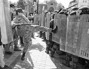 Виновниками гибели милиционеров во время беспорядков у Верховной рады могут быть платные провокаторы