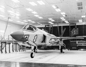 На фото – первый F-35, только что собранный на заводе в Техасе для поставок в Норвегию