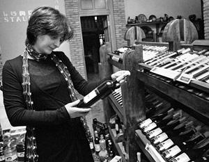 Законопроект исключает из определения «вино» термин «алкогольная продукция», приравнивая тем самым вино к пиву