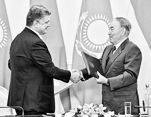 В Европе Порошенко просит денег, а в Казахстане пообещал Назарбаеву золотые горы