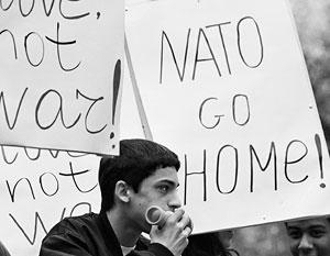 Главным лозунгом палаточного городка стал «Нет войне, нет НАТО!»