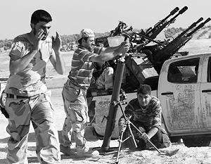 В наземных операциях коалиция по-прежнему полагается на воюющую с Асадом Сирийскую свободную армию