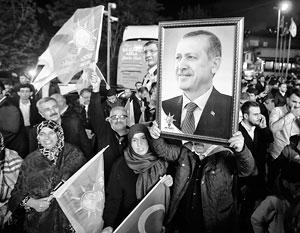 Выигрыш ПСР на выборах в парламент Турции не облегчает Эрдогану дорогу к власти