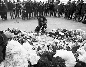 В Петербурге на девятый день прошла скорбная церемония с участием руководства города –  панихида и акция «Час памяти»