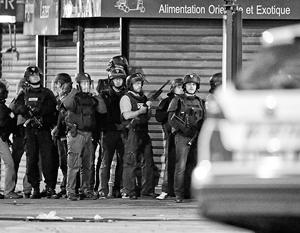 Французская полиция в ходе антитеррористического рейда под Парижем ликвидировала троих боевиков