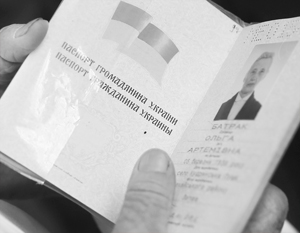 Украинская милиция вот уже 24 года выдает паспорта на двух языках – причем не по закону, а просто «по инерции»