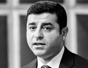 «Турция попала в политический тупик и не может вести диалог», – подчеркивает лидер оппозиционной прокурдской Демократической партии народов Селахаттин Демирташ