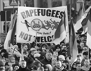 Тысячи немцев вышли на демонстрацию под лозунгом «Беженцы не приветствуются!»