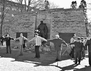 Российский МИД призвал власти Эстонии отказаться от планов по переносу памятника Солдату-освободителю и захоронений