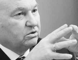 Как считает Юрий Лужков, действия мэрии идут вразрез с призывами президента развивать малый бизнес