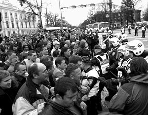 В четверг в Таллине прошли массовые акции протеста против переноса памятника и эксгумации останков советских воинов
