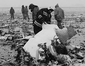 Работы по поиску останков жертв авиакатастрофы закончены. Руководство СКР распорядилось начать очистку взлетно-посадочной полосы от обломков самолета