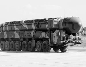 Подвижной ракетный комплекс «Тополь-М» с автошасси, которое производится на Минском заводе колесных тягачей