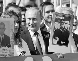 Владимир Путин участвует в шествии «Бессмертного полка» второй год подряд