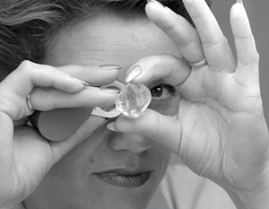 Гохран скупает алмазы, чтобы помочь крупнейшему алмазодобытчику страны