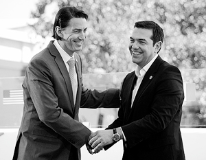 На церемонии начала строительства европейского газопровода в Греции не обошлось без спецпредставителя Госдепа США Амоса Хохштейна (слева). Справа – премьер-министр Греции