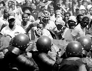Массовые протесты и бунты в ЮАР давно стали обыденностью