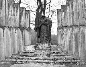 В среду в эстонском городе Тюри вандалы осквернили памятник красноармейцам, павшим в оборонительных боях с фашистами