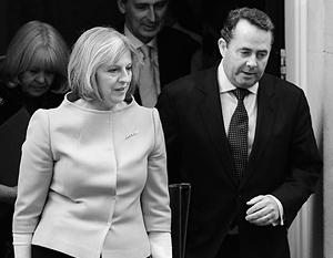 Министр внутренних дел Тереза Мэй и бывший министр обороны Лиам Фокс баллотируются на пост лидера консерваторов. У Мэй шансов, похоже, гораздо больше