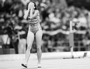 Легкоатлетка Мария Савинова выиграла золото на Олимпиаде четыре года назад, однако год назад западная пресса обвинила ее в употреблении допинга