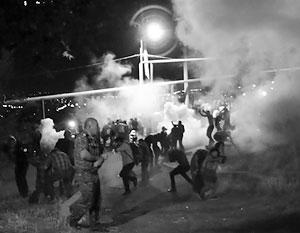 В ночь на воскресенье радикальная оппозиция попыталась в центре Еревана перехватить инициативу в ходе драки с полицией