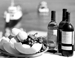 Часть потребителей сознательно стала игнорировать импортную продукцию и впервые открыла для себя российские вина
