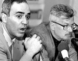 Шахматист Гарри Каспаров и литератор Эдуард Лимонов