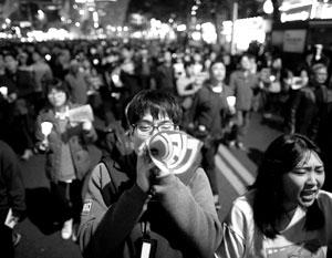 С улиц Сеула около 100 тысяч манифестантов потребовали отставки главы государства