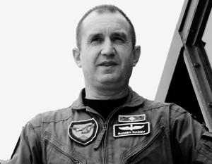 Сможет ли недавний главком ВВС Болгарии Радев заложить резкий вираж во внешнеполитическом курсе страны?