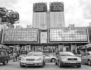 Известное под прозвищем «Золотые мозги» здание Академии наук скоро, возможно, приютит группу уволенных ВИП-чиновников