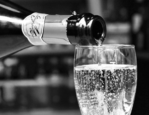 Десять лет назад россияне выпивали по 18 литров спирта в год, а теперь только 10 с небольшим