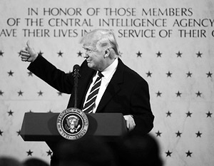 Бывший директор ЦРУ оскорбился выступлением Трампа на фоне мемориальной стены